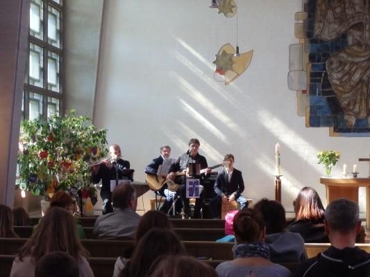 Kirchenband in Aktion - die gute Musik bitte dazuhören