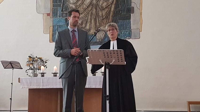 Cordula Zellfelder und Frederik Woysch beim Gottesdienst