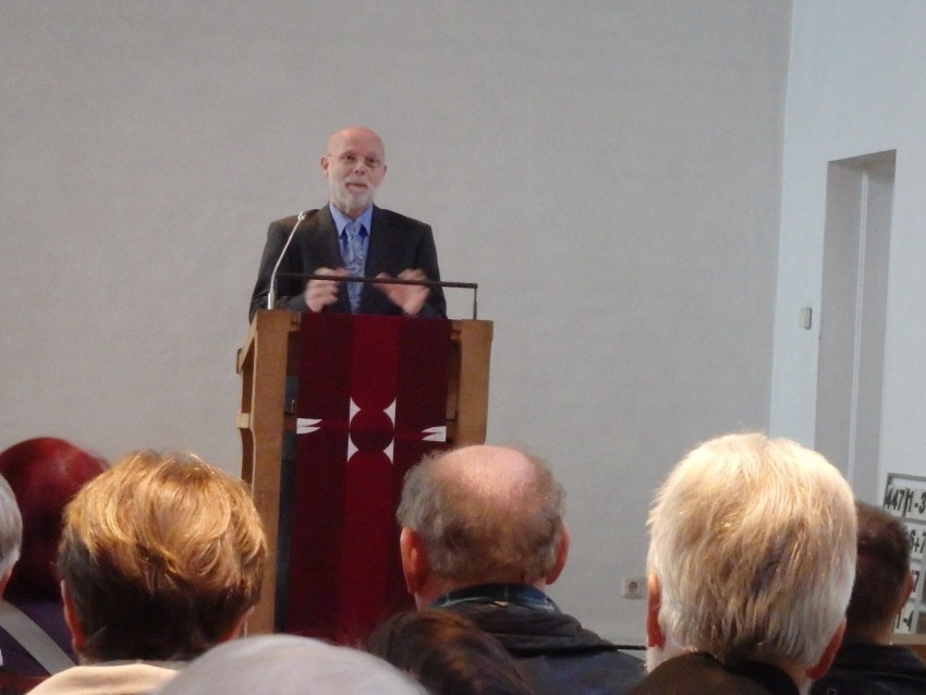 Dr. Hartlapp bei seinem Vortrag