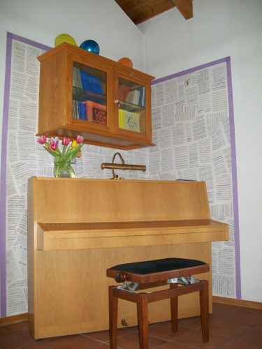 Klavier im Gemeindesaal